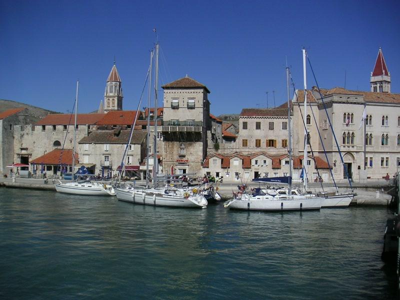 Blick auf die Marina von Trogir <> View onto marina of Trogir